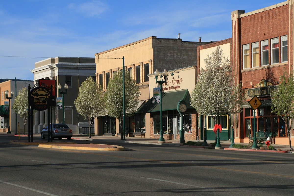 Cedar City (UT) United States  city photos : Downtown Cedar City Suite in Cedar City