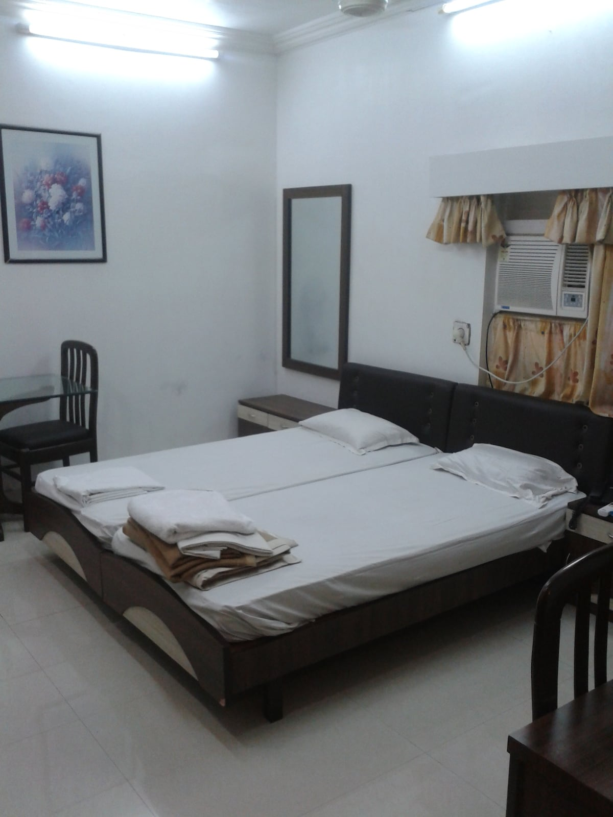 Service Apt ( Call before booking )