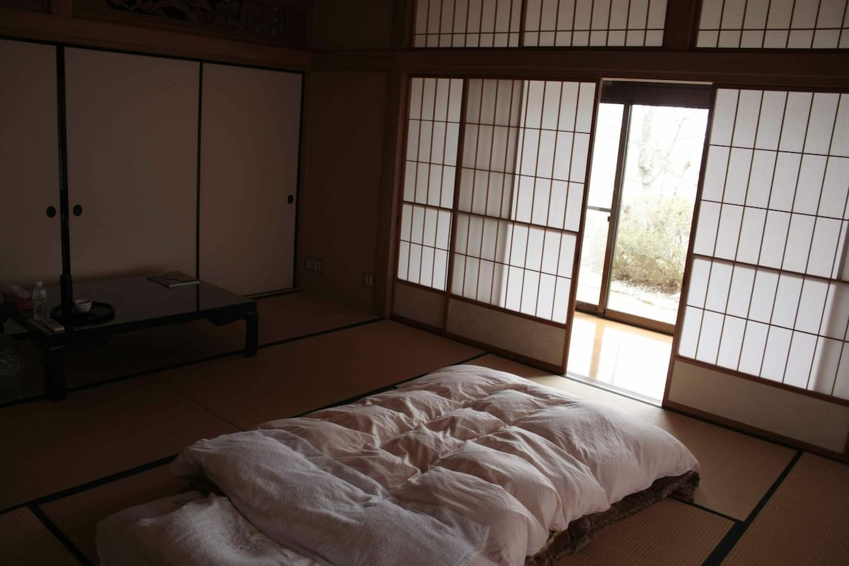 Bedroom with 1 futon setup.