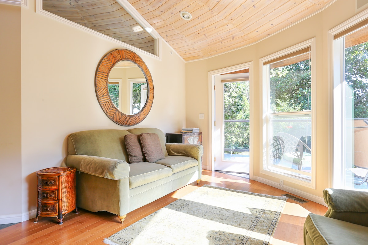 Bayview Cottage in Sunny San Rafael