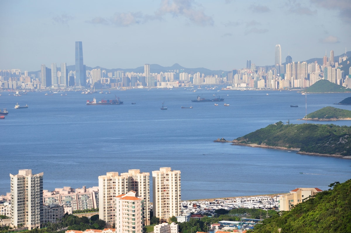 Luxury Houseboat in Hong Kong