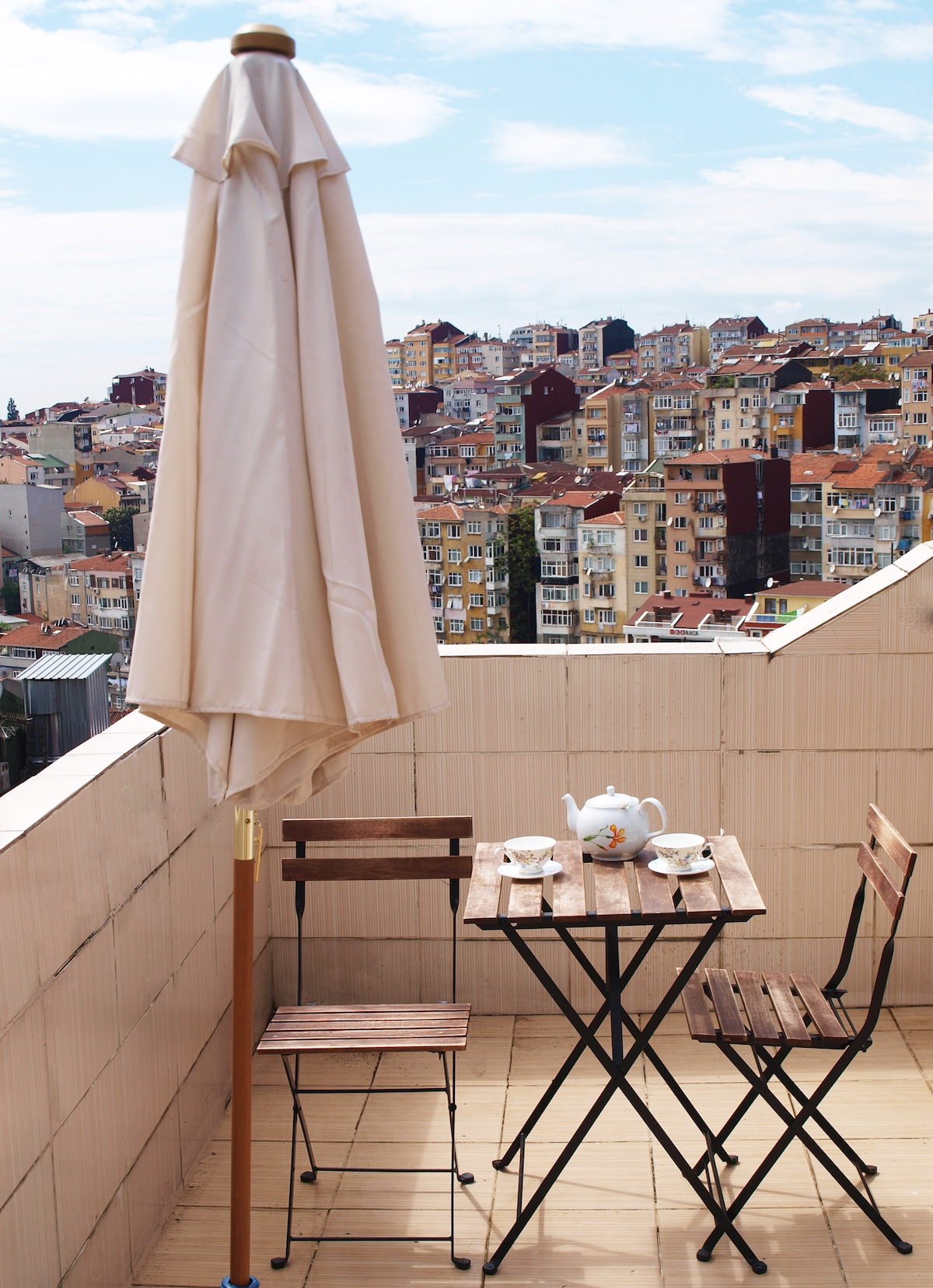 A Cozy Terrace Flat near Taksim