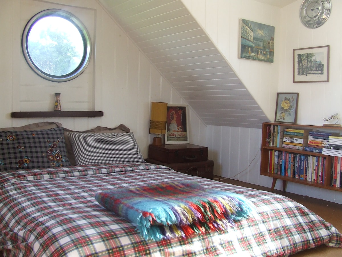 Funky loft bedroom and surf beaches