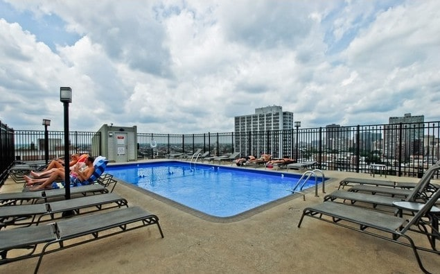 Cozy 1 Bdrm Condo W Rooftop Pool In Chicago