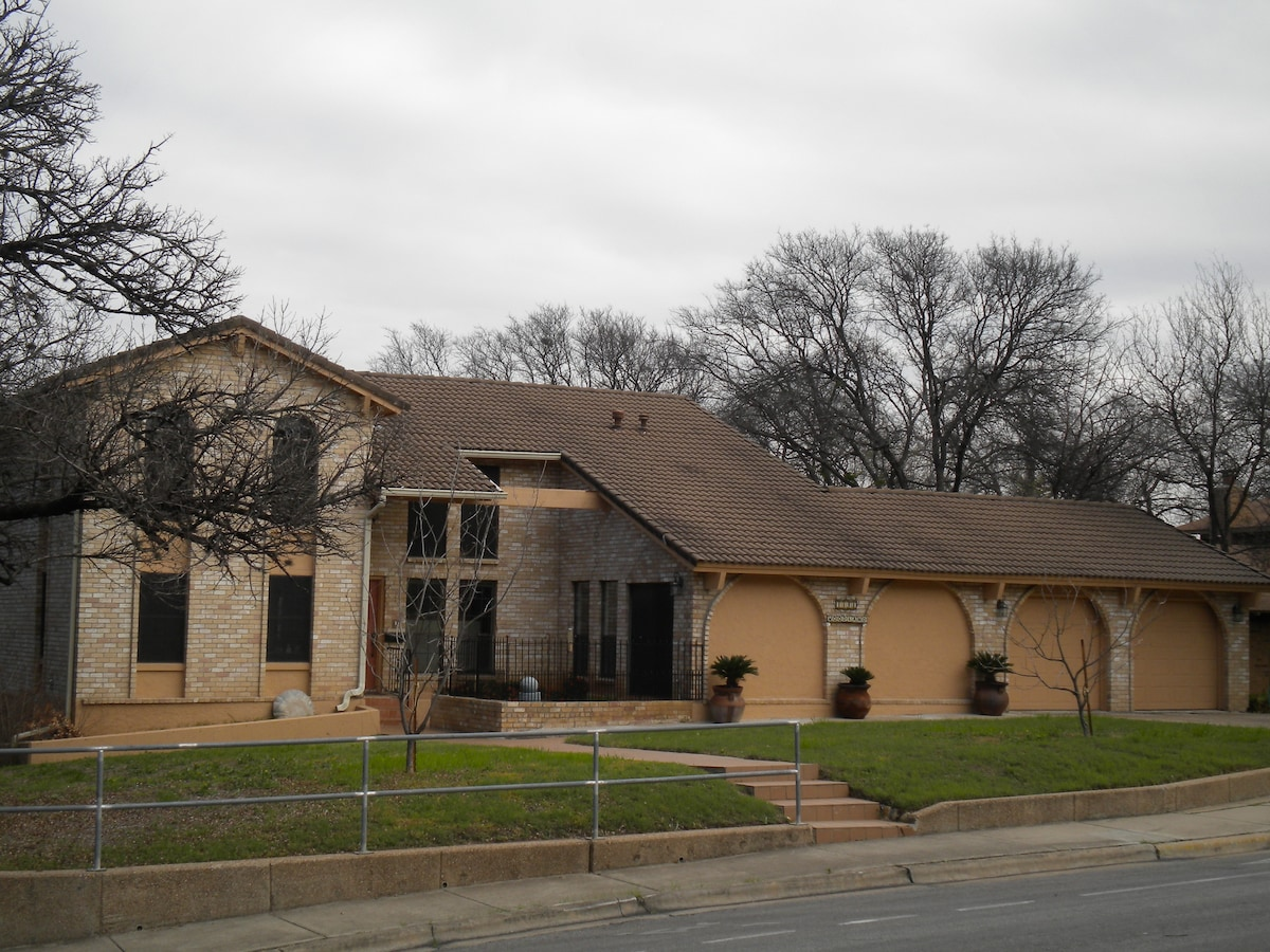Welcome to CinnaMan Villa in South Austin
