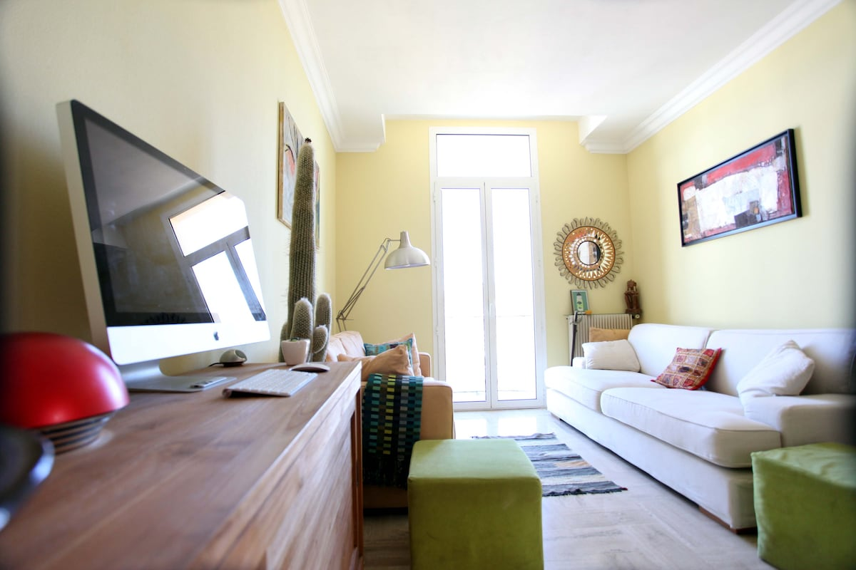 Cosy room in typical Nice house