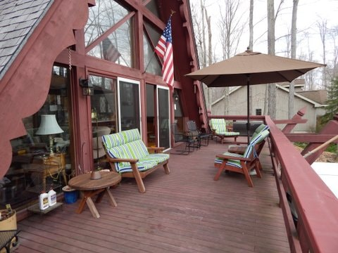 Front deck large enough for all guests - complete with plenty of seating, outdoor grill and tree-top view