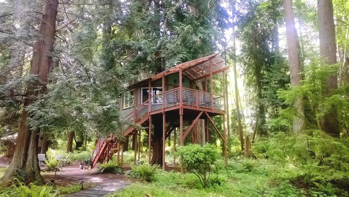 250 sq ft octagon living space ~ 10 x 12 covered deck ~ surround windows