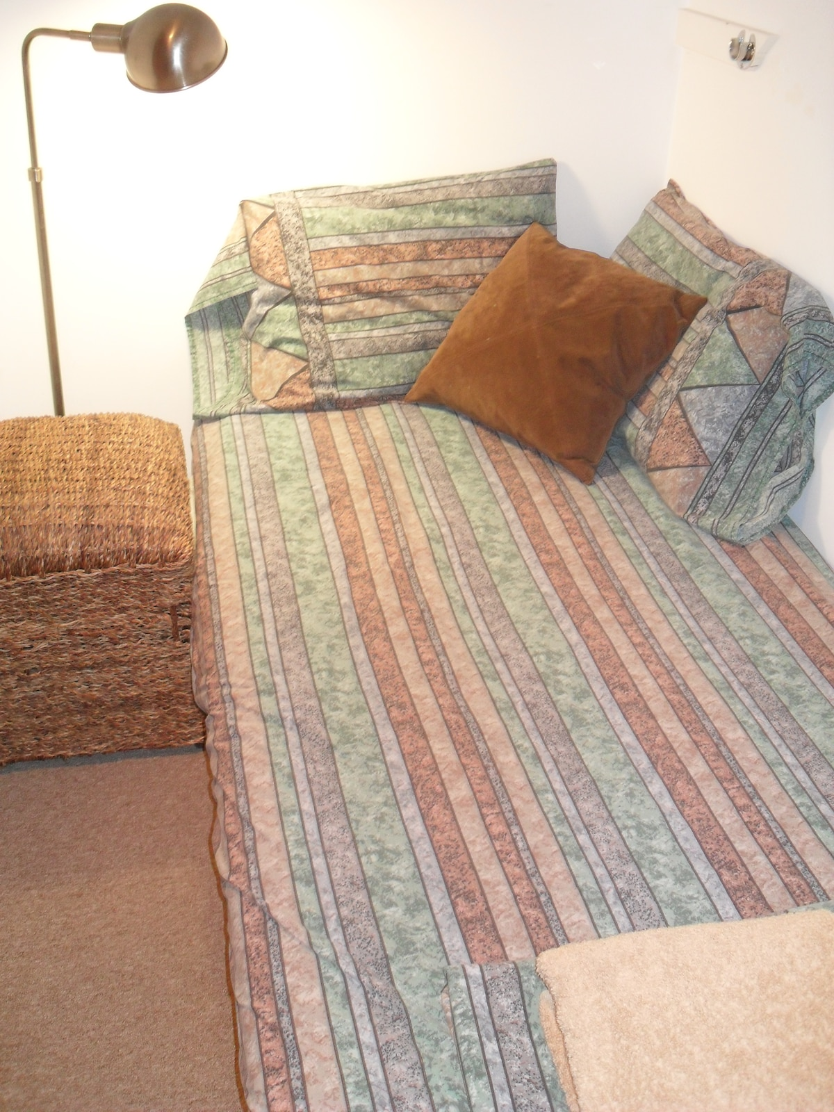 Alcove single bed -   VERY cozy, comfortable and popular.