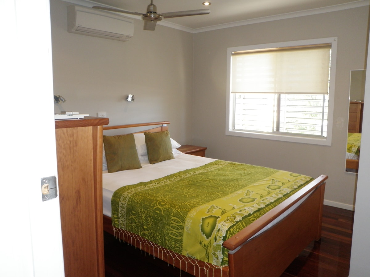 Main bedroom with queen size bed. Water views through the window from the bed.