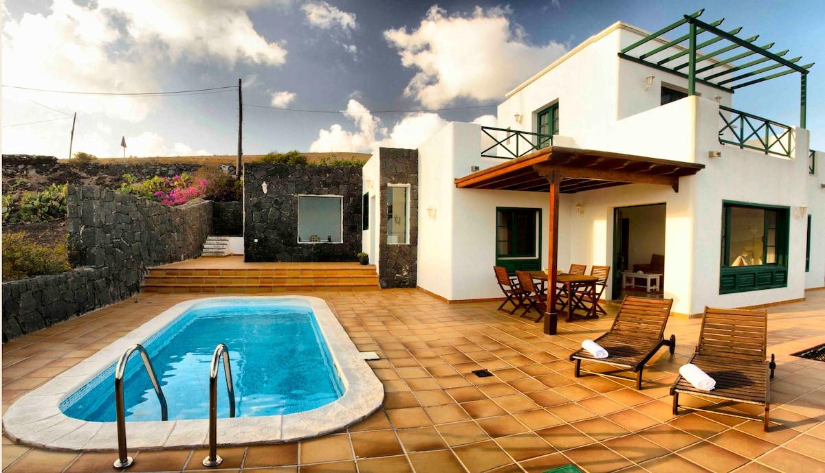 Casa Las Vistas, Pool and Seaview