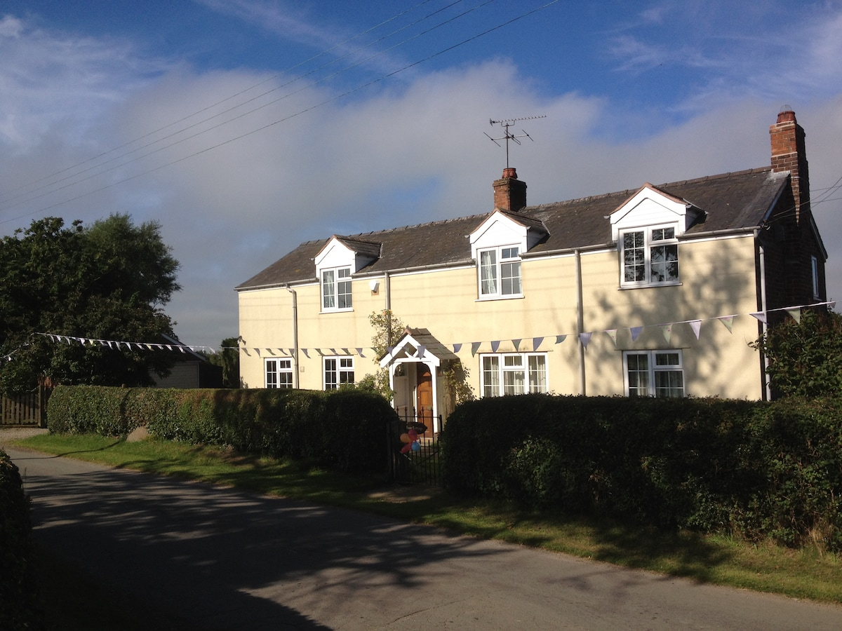 Rose Cottage in rural Cheshire