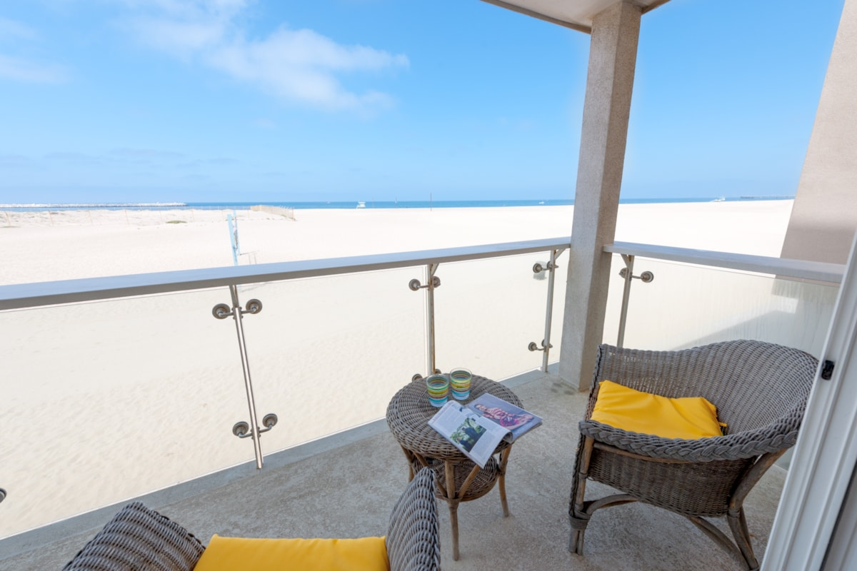Relaxing large balcony with unsurpassed views of the Pacific Ocean.