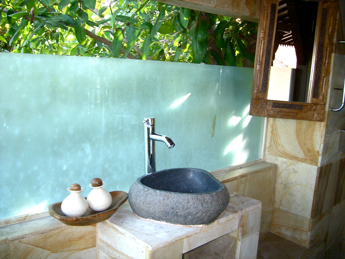 Our Treetop (email hidden)one sink quarried from Java.