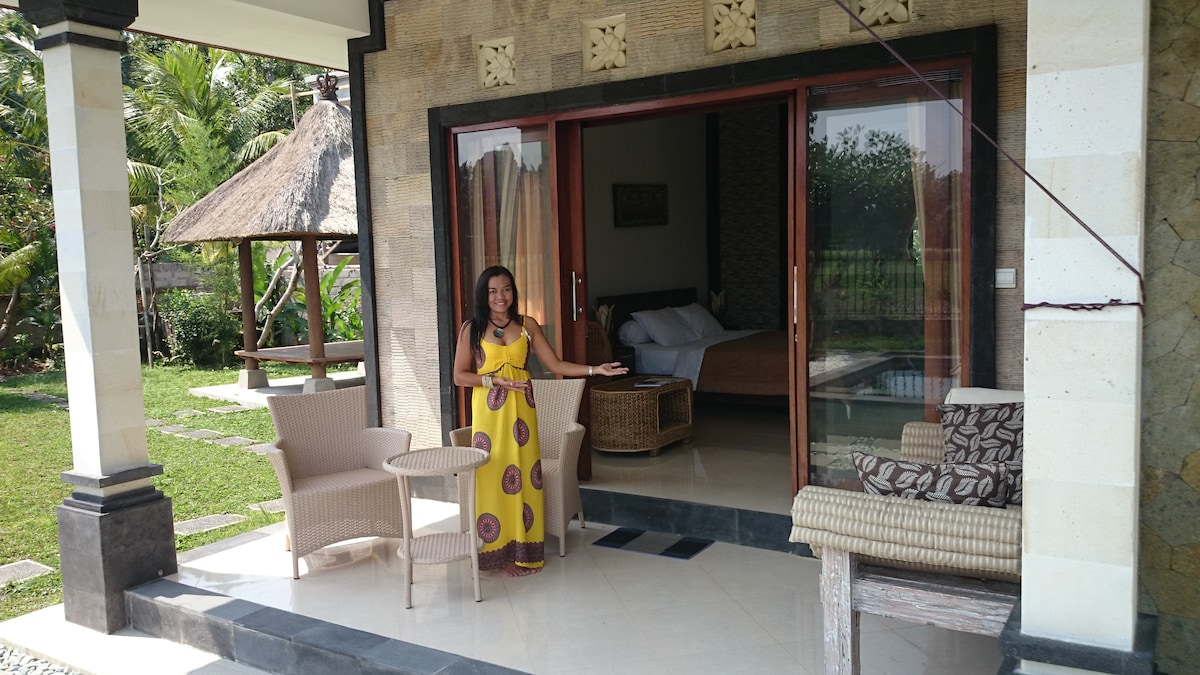 Hi, I'm Anita.  Welcome to your private retreat away from noisy Ubud.  No tourists, just rice fields, ducks and frogs and stars.  You are going to love it here.