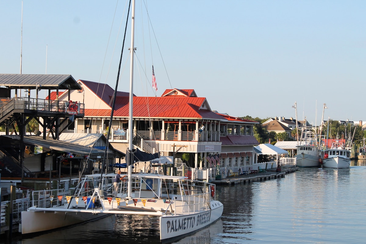 Fabulous restaurants, bars and watersports on Shem Creek - 10 min away!
