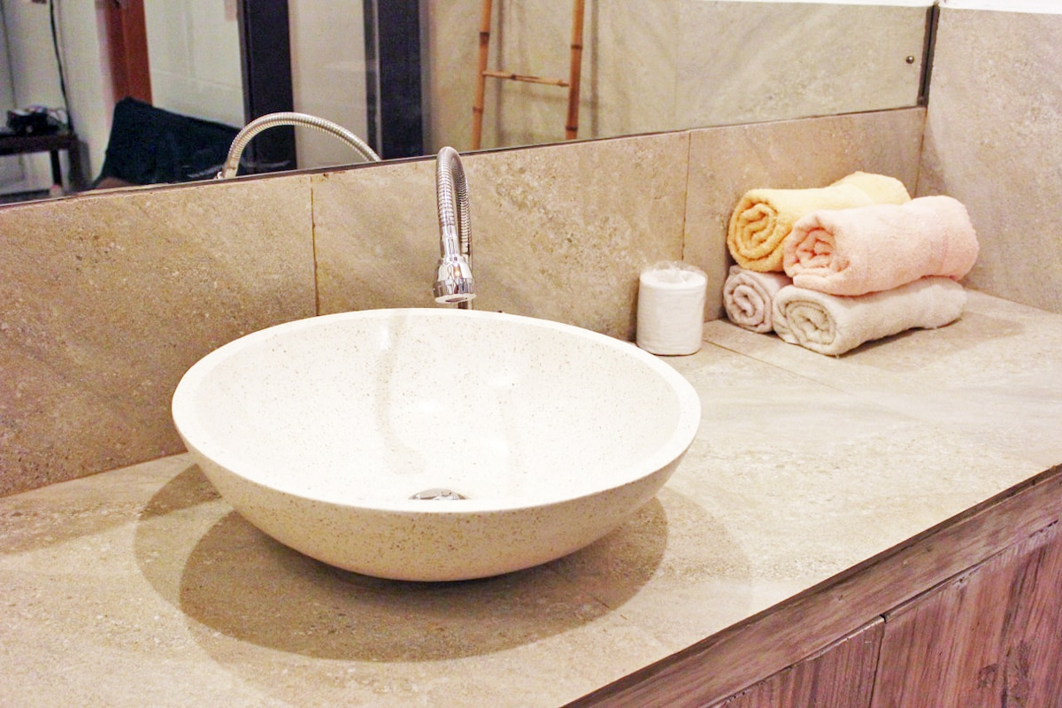Brand New beautiful bathroom vanity with granite and whitewashed wood and full material. All Towel, Sheets, Linens, Soap are provided. Completed June 1, 2014. Very Nice