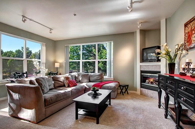 Corner unit expansive windows