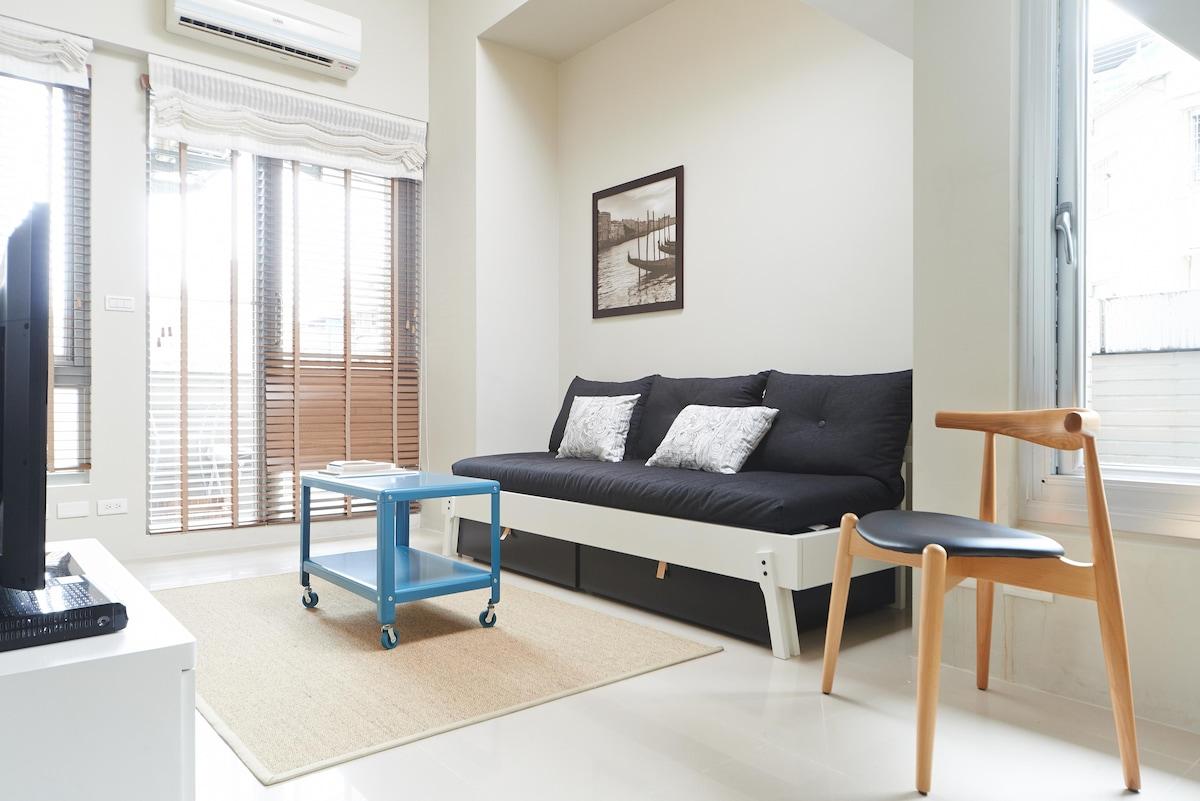 Corner Suite, 2 BedR,TechBuild MRT