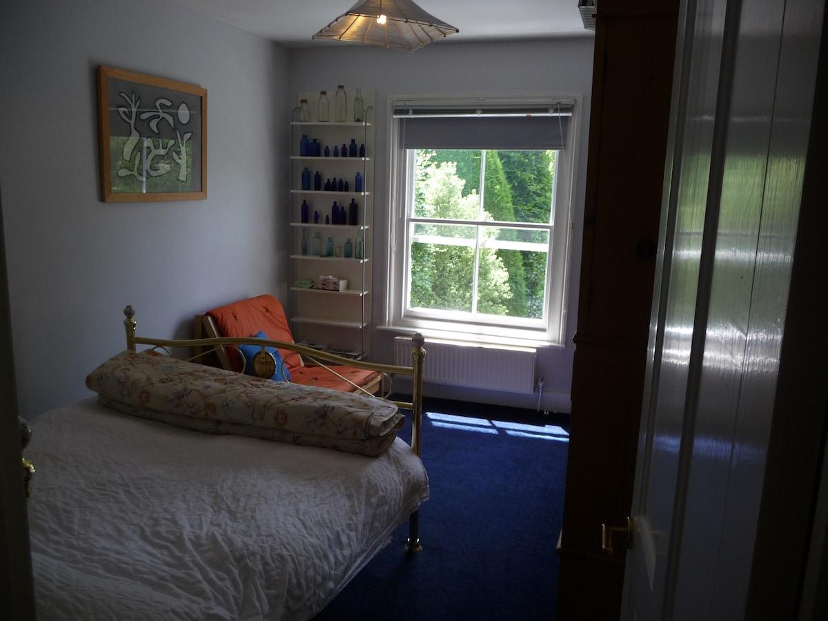 Single Bedroom (B&B) withParking