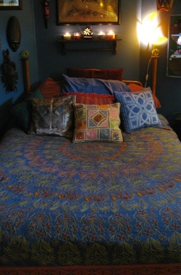 The Blue Bohemian Room is spacious & cozy with a queen-size bed, a coffee table, 2 dressers for your belongings, a TV/DVD/VCR* and lots of great artwork! (*No cable, but tons of great films.)