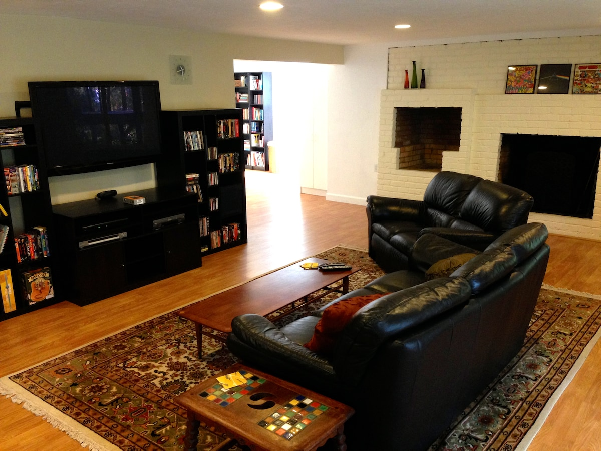 Spacious and private 1BD Apartment