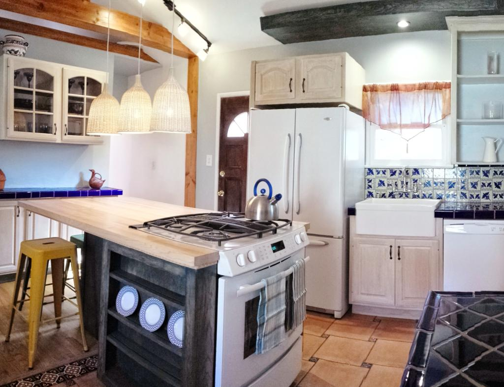 Brand new remodeled Kitchen with seating for   six.