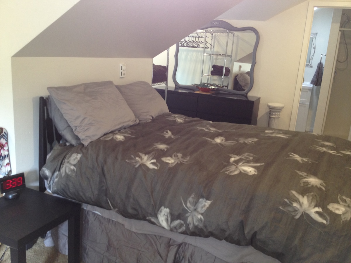 Super comfy bed,with Cotton Duvet.