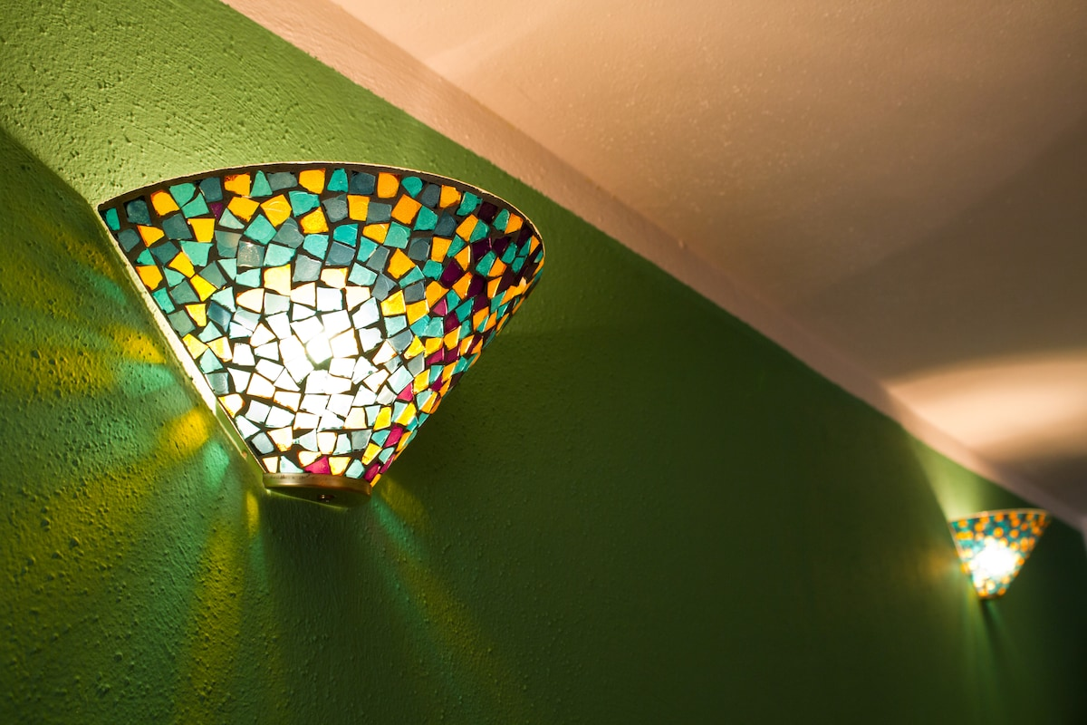 I love details as my lamps with mosaic that I bought in Italy
