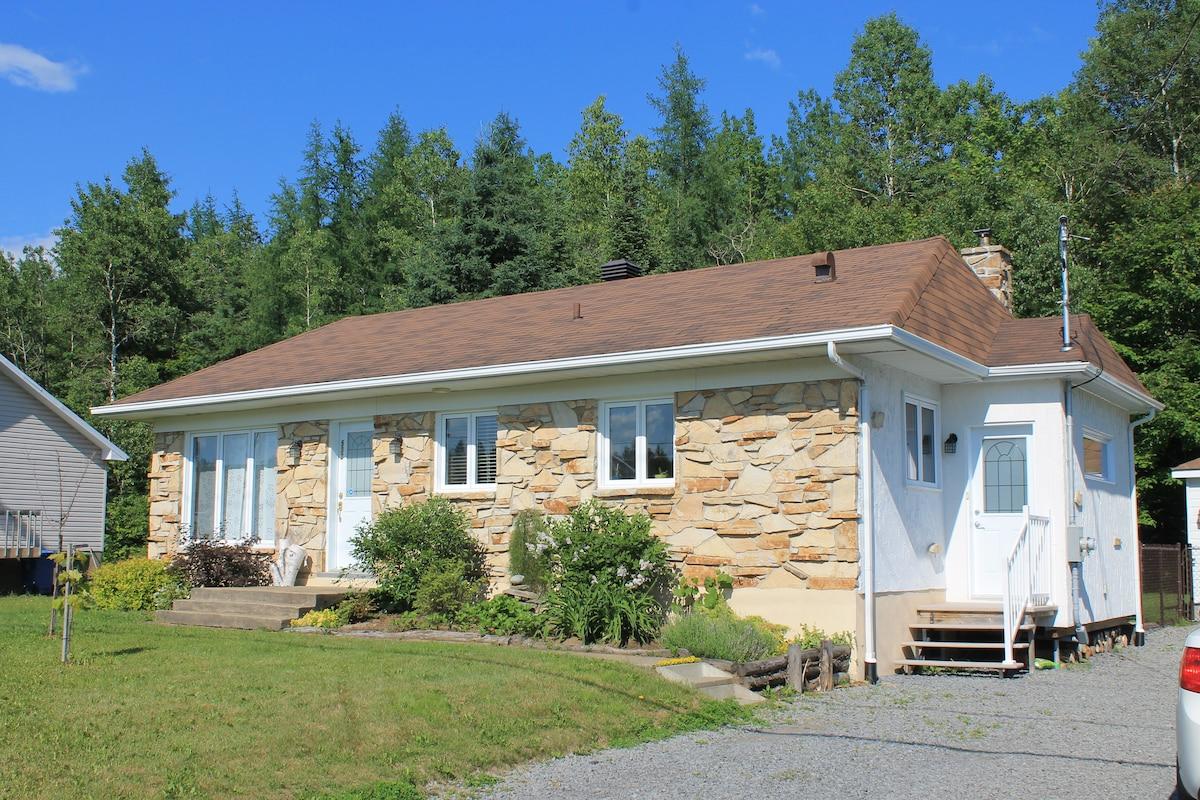 Lac beauport vacation rentals short term rentals airbnb for Chambre d hote quebec city