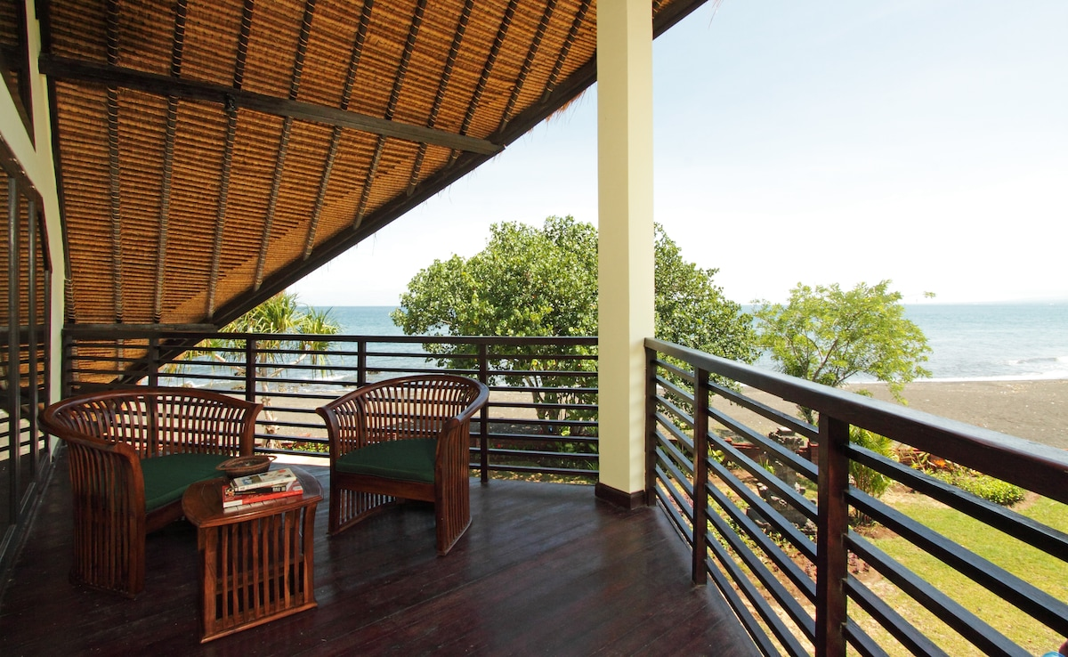 An ideal spot to view the sunrise in the morning or relax in the shade in the afternoon