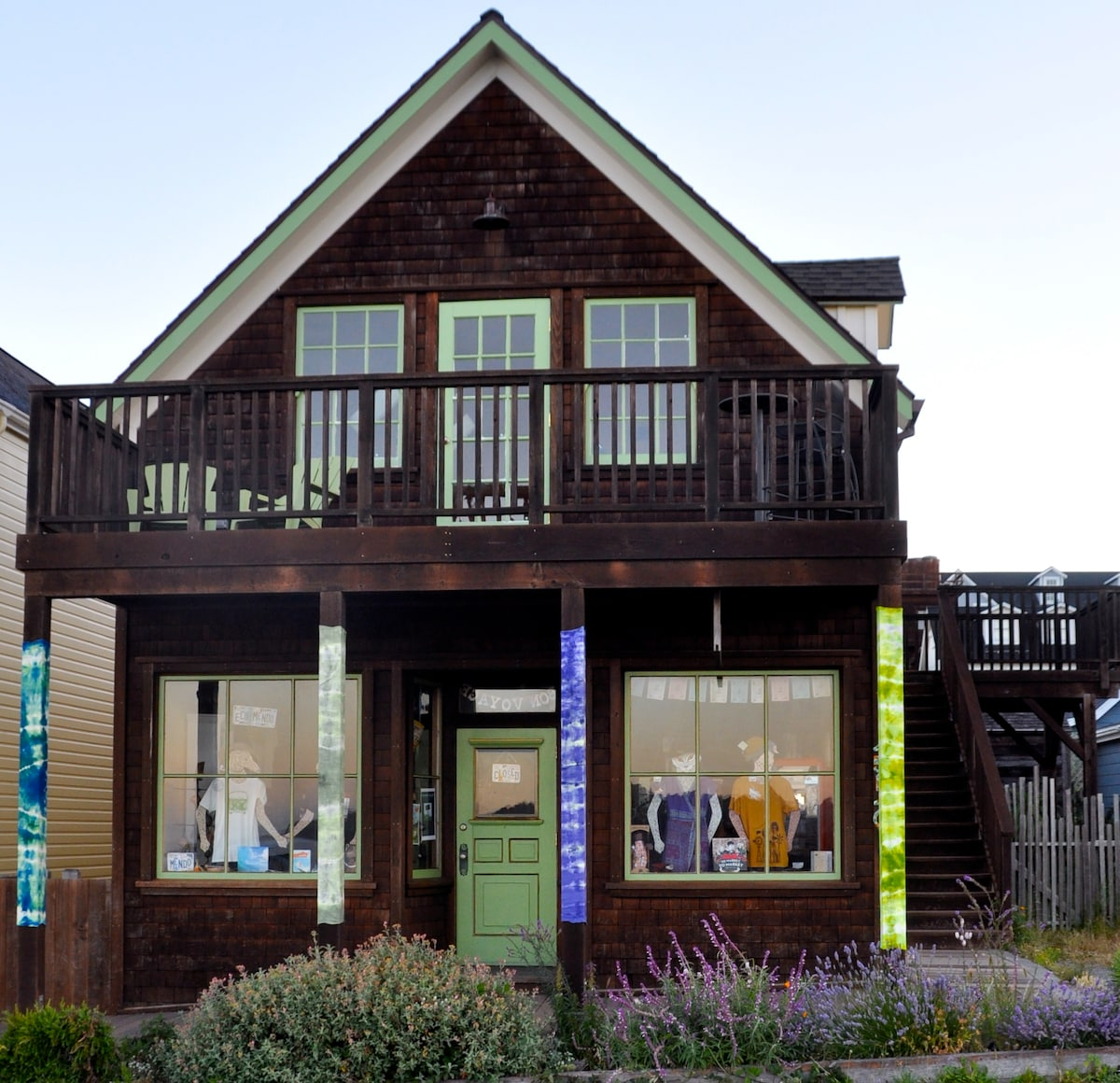 Seaside Studio is the upstairs apartment in a Category 1 historic building on the iconic Main Street of Mendocino. Building was built in 1875 and completely remodeled in 2006. The first floor is the eco friendly boutique Twist.