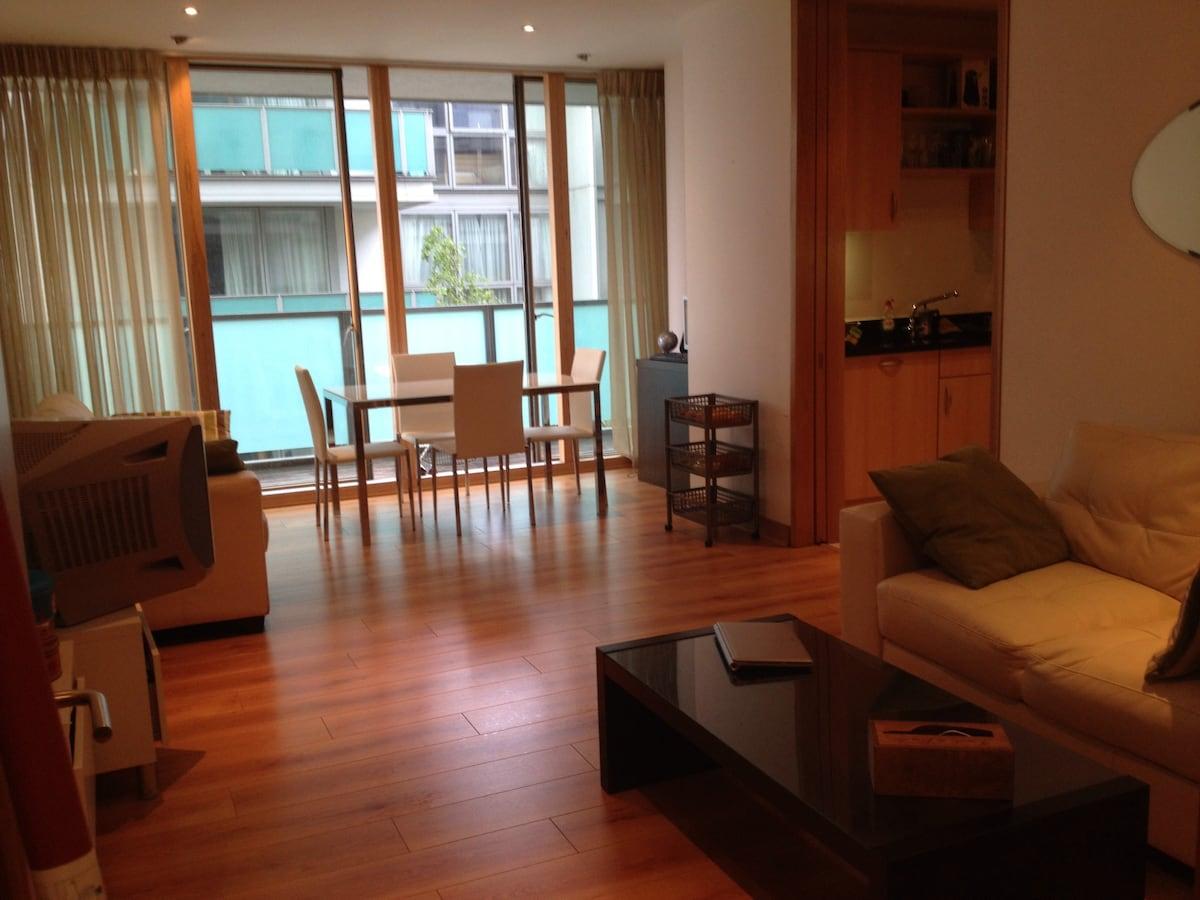 Lovely double bedroom -Spencer Dock