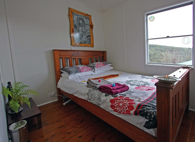 bushland valley cottage