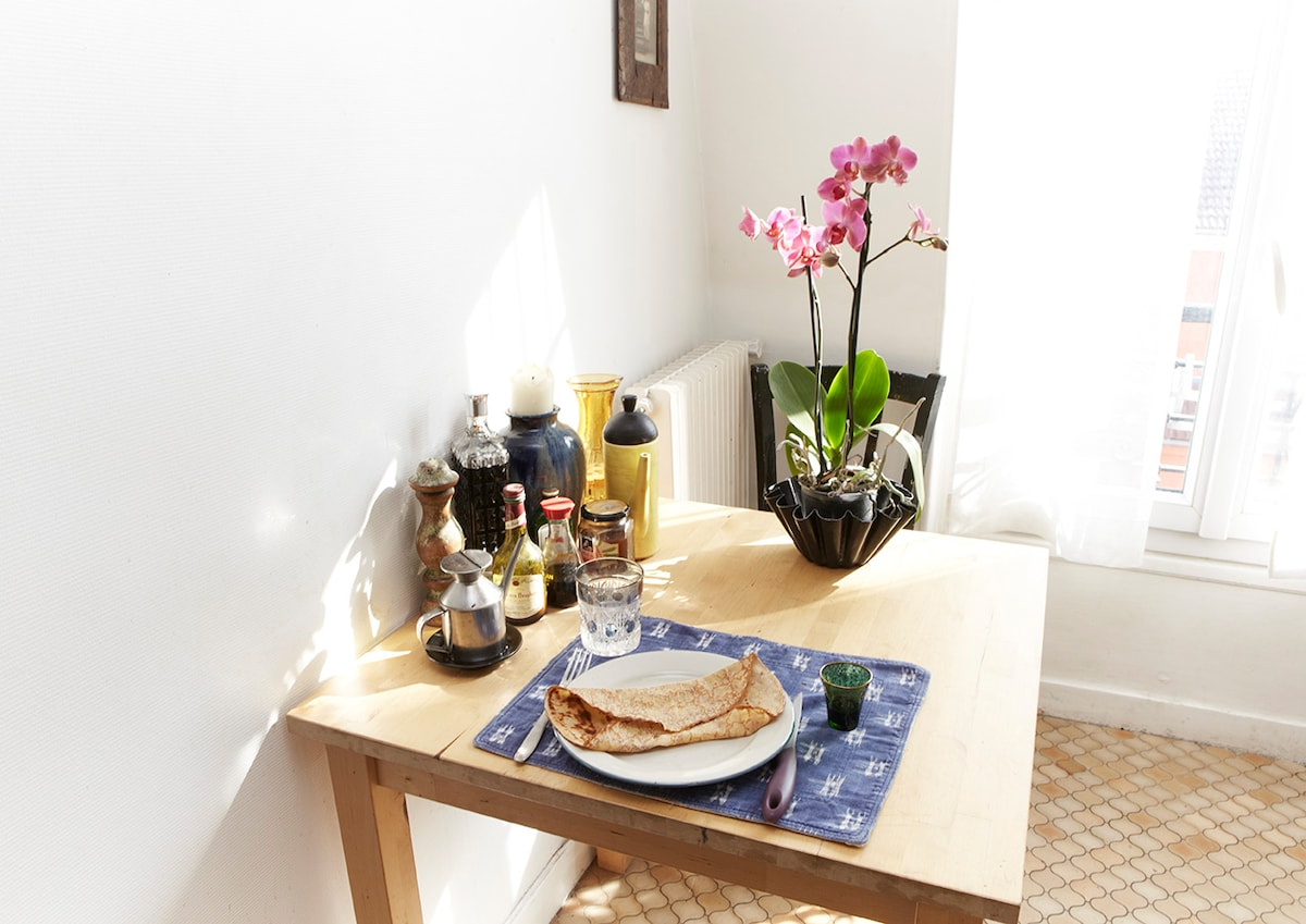 small kitchen table for two + orchid !