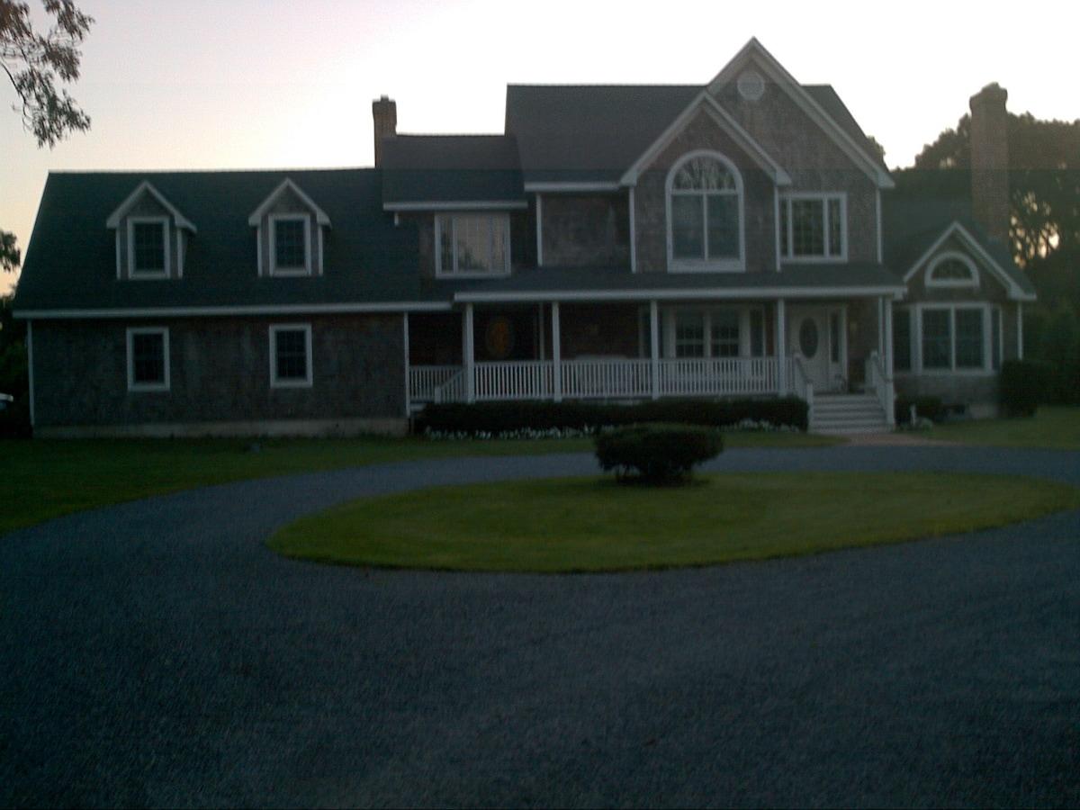 Hamptons E Quogue walk to town Pool