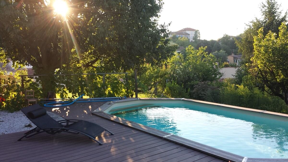 Chambre au calme, piscine et jardin