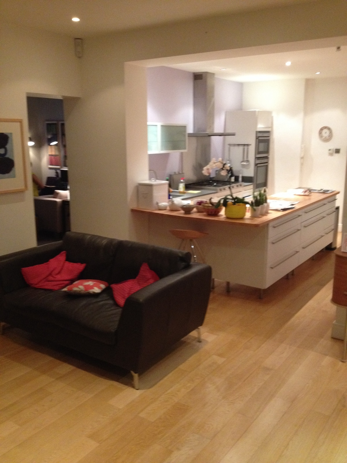 Sunny two-bedroom flat with garden