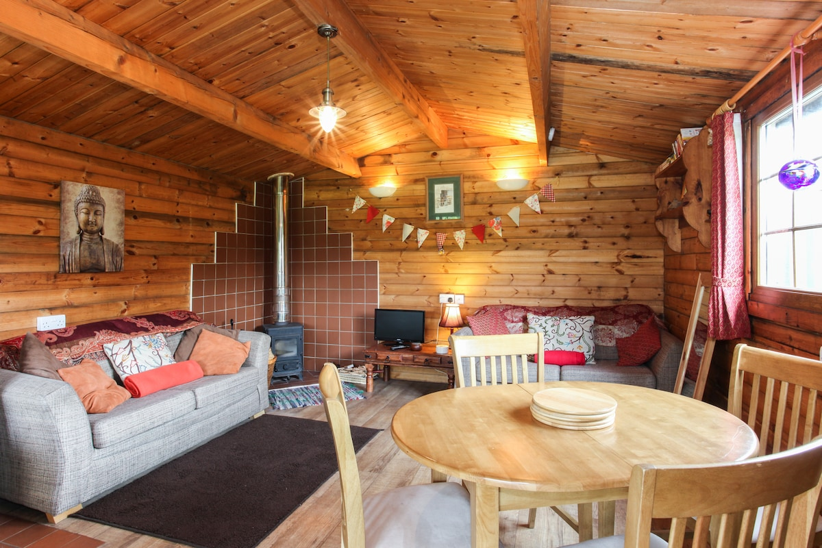 Cosy Wood Cabin nr Cheddar Somerset