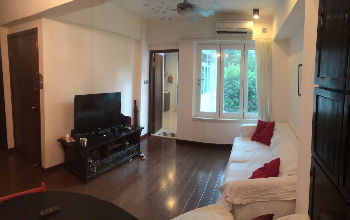 A Spacious 1 BD Flat with Balcony