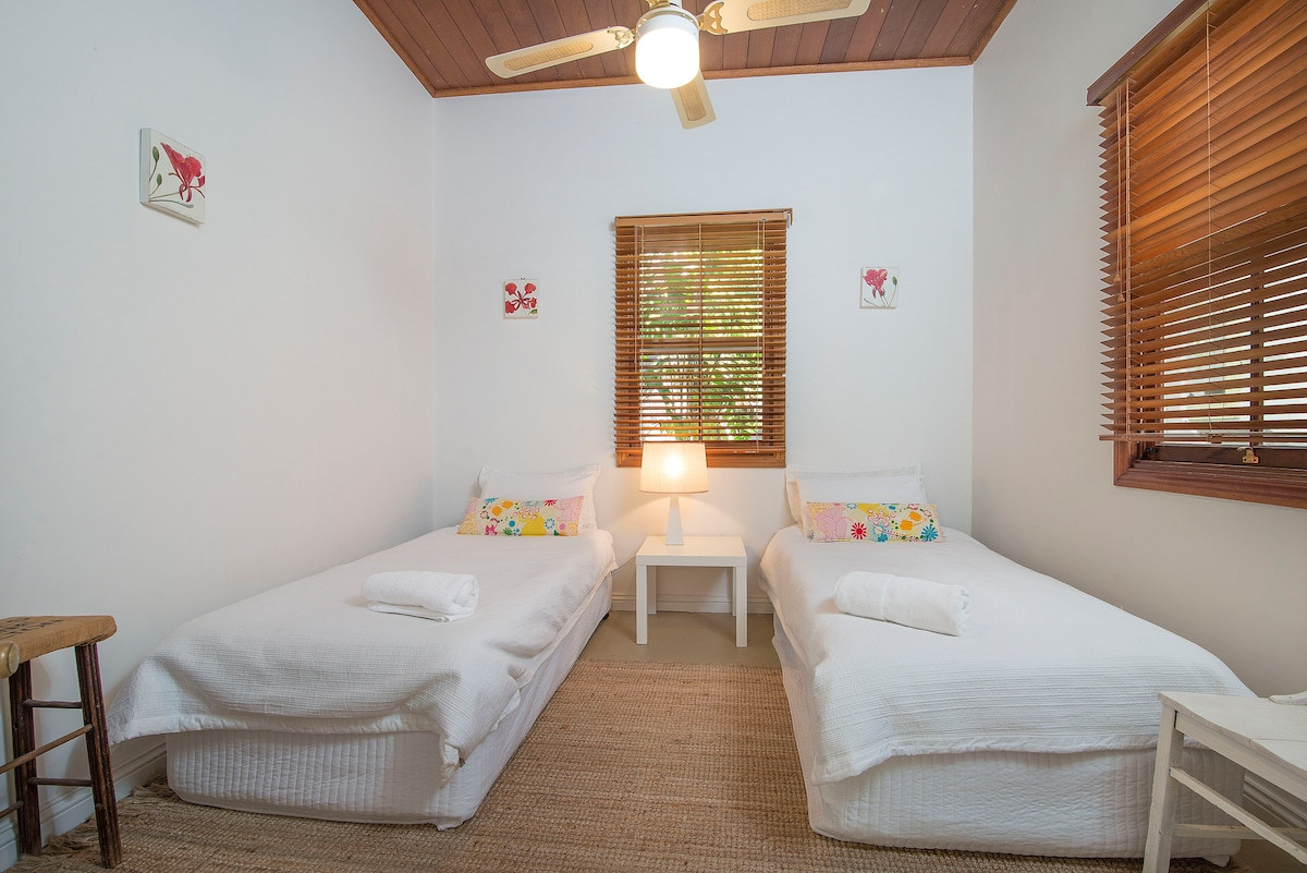 Twin room (or King bed) in 2nd guest room of main house, perfect to share.
