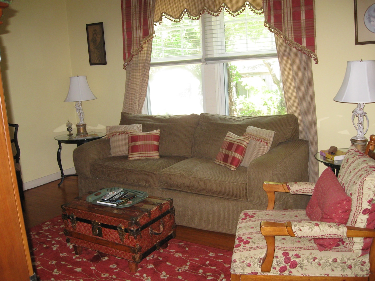 Living room with flatscreen tv and cable.