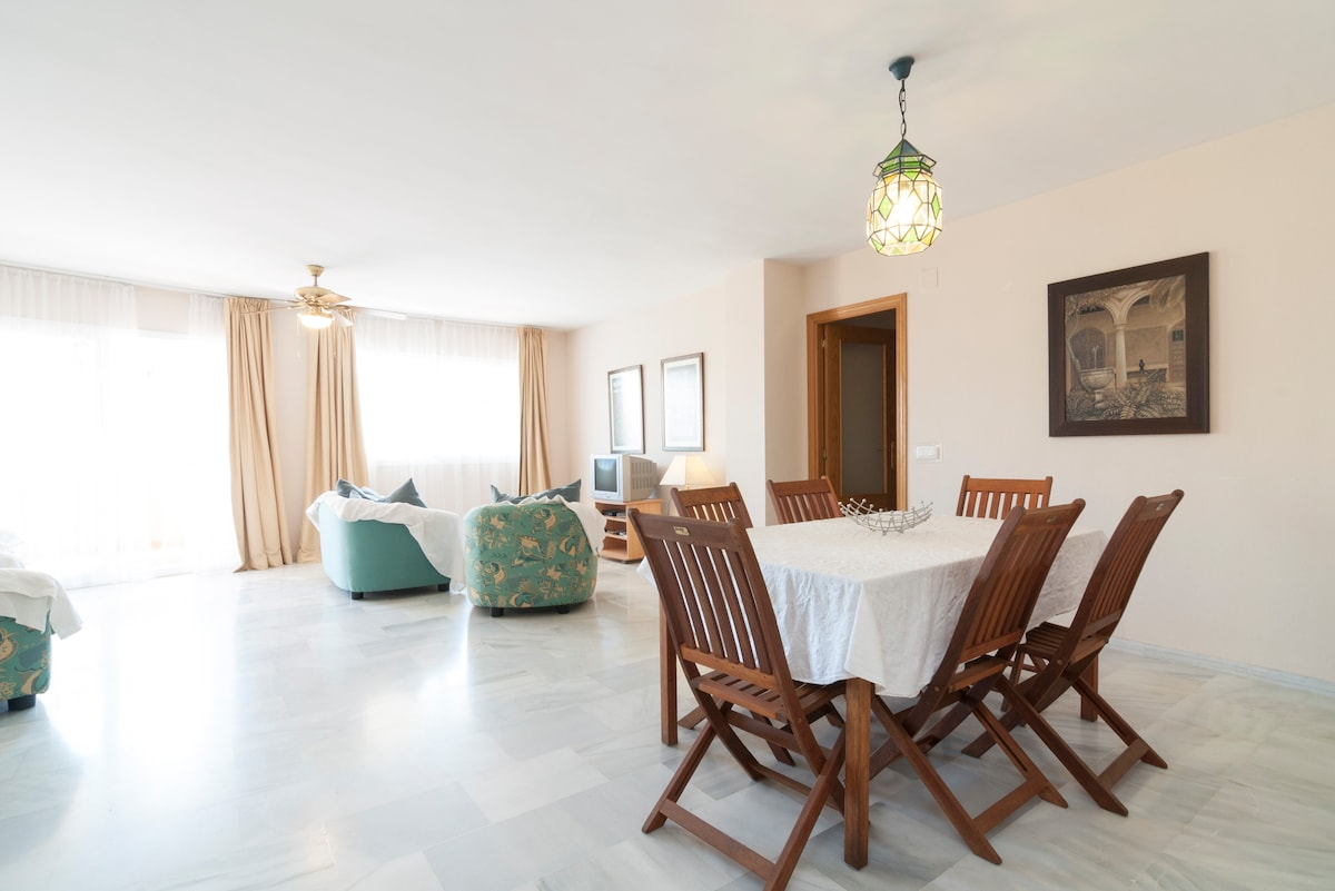 Luminous spacy appartment with pool