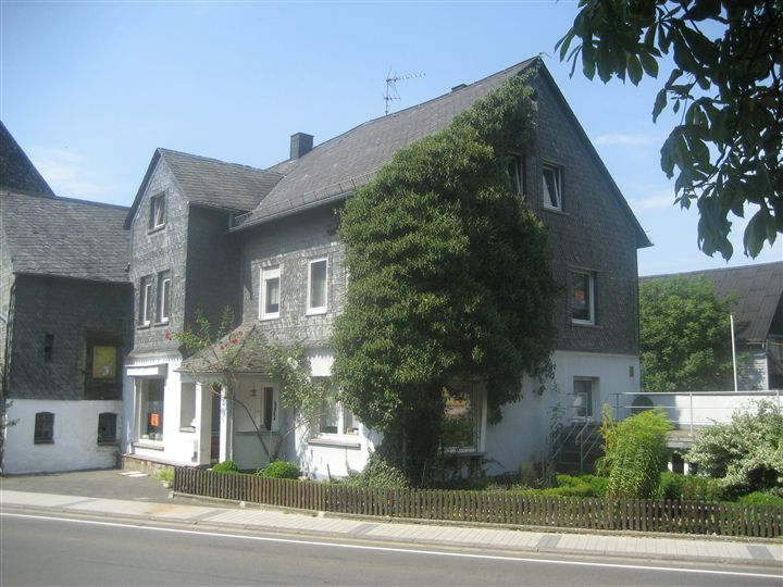 Large house between Rhine/Moselle