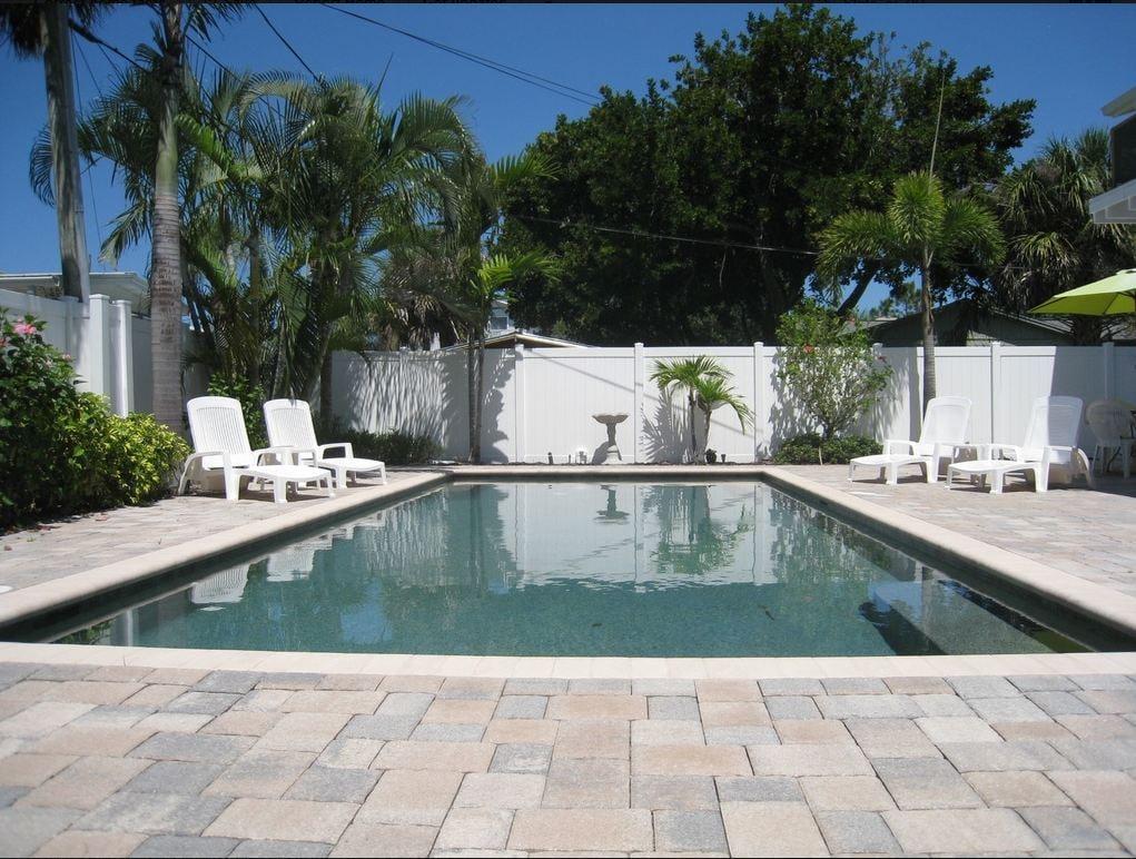 Spacious 1BR Beach Cotttage w/pool!