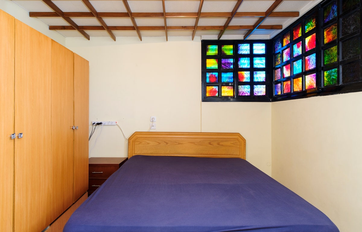 A private room in Ramat Gan