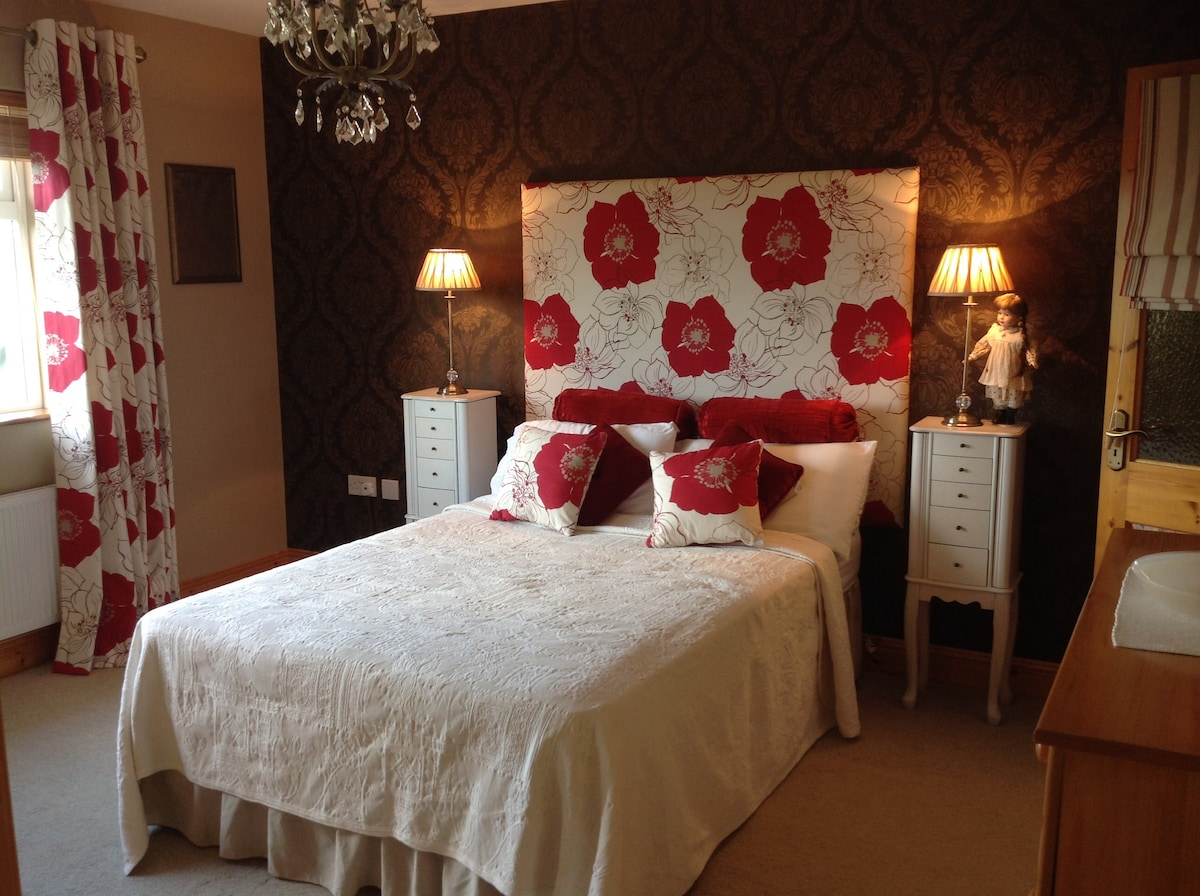 Large Double Room w/en-suite + view