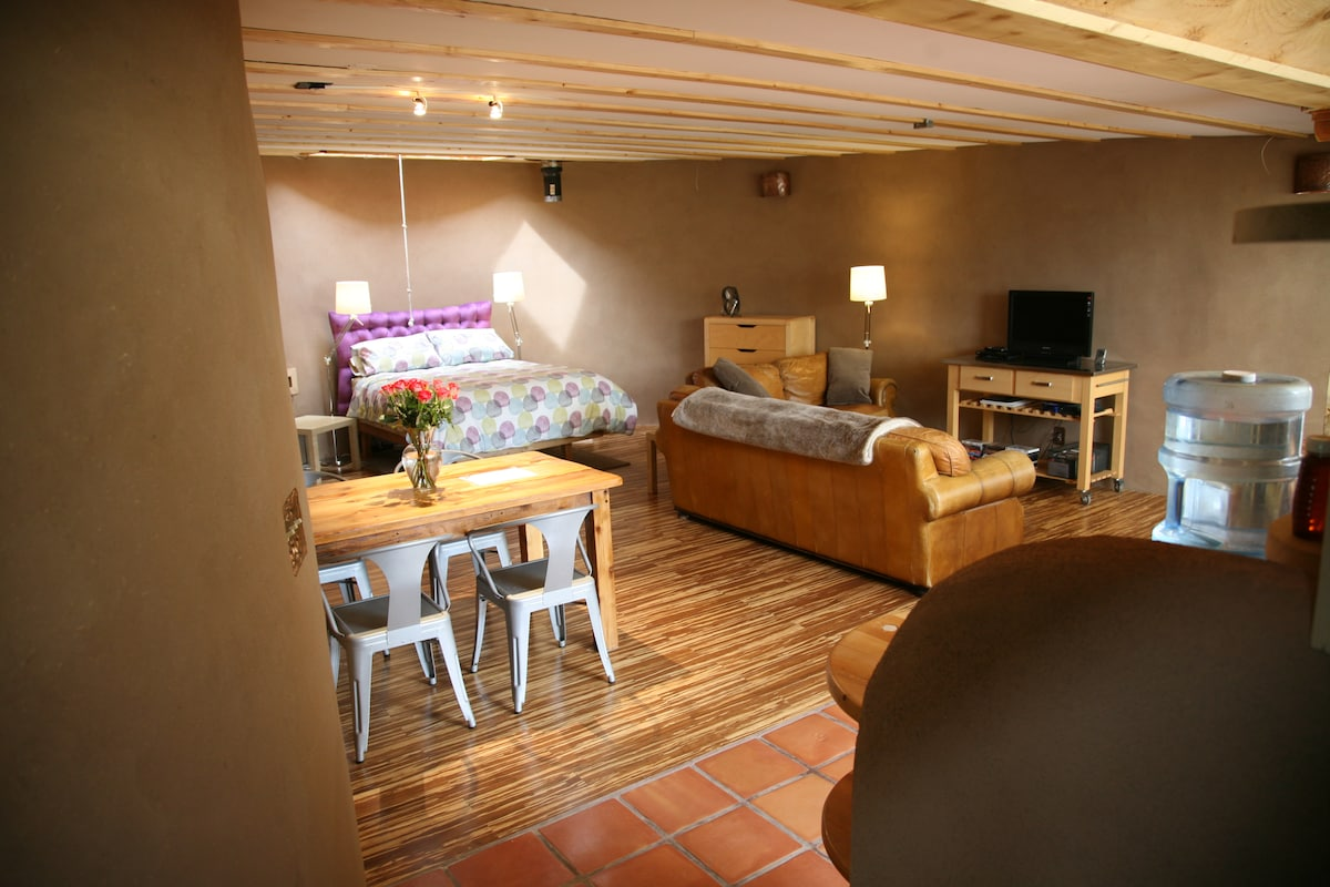Welcome to your off-grid experience!  Solar powered lights and TV.  Natural adobe walls. Bamboo floor.