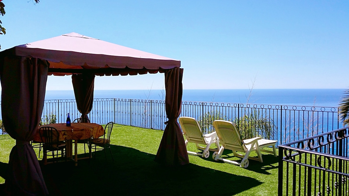 Villetta con incantevole vista mare