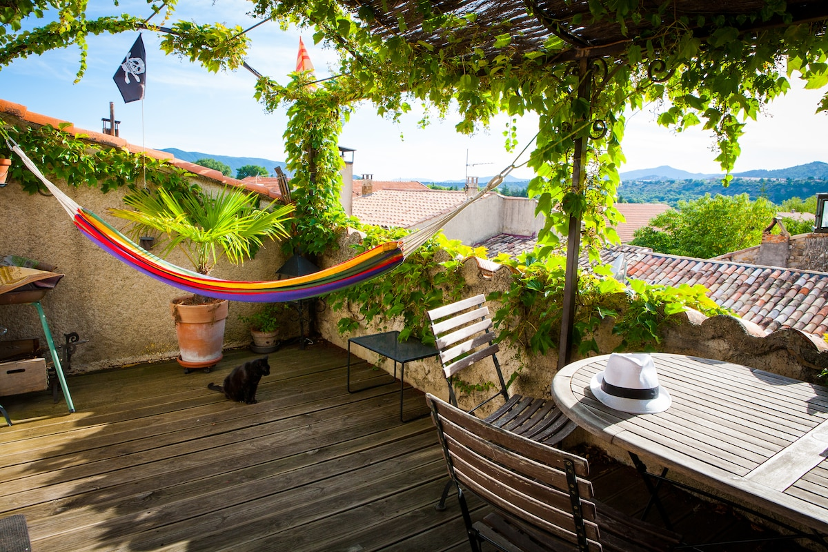 Quiet Room with terrace Tropezienne